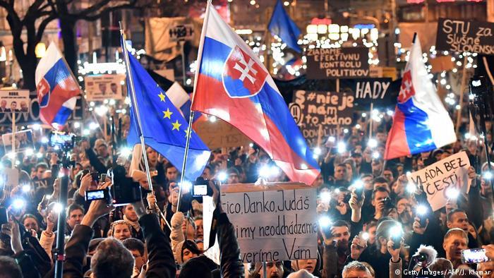Убивство журналіста в Словаччині спричинило багатотисячні акції протесту та політичну кризу
