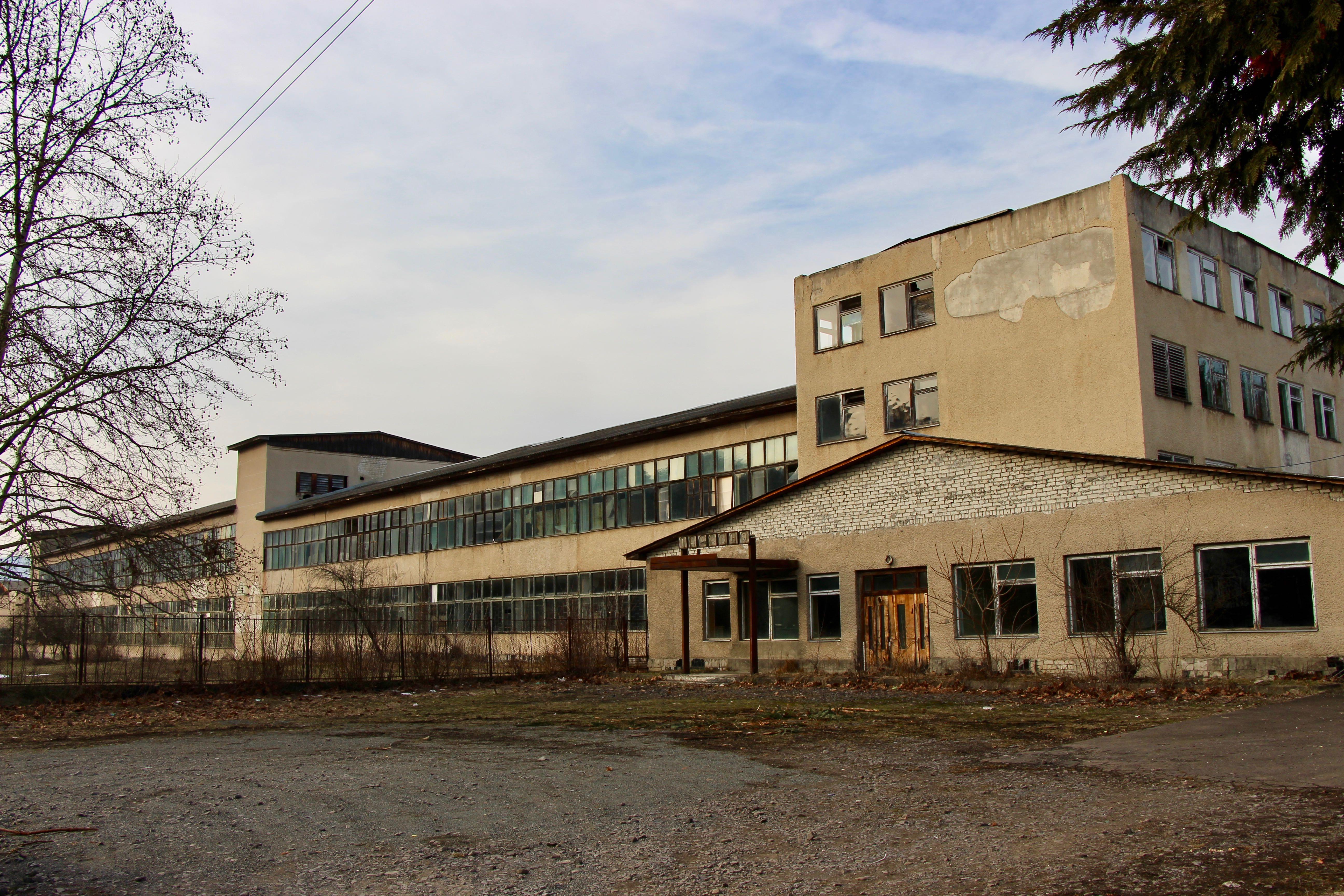 Непрацюючий завод у с. Кострино