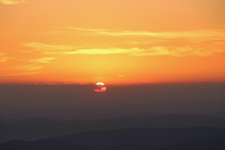Як зустріти схід сонця на вершині в Карпатах?